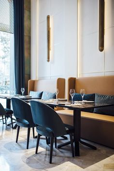 Línea restaurant at Almanac, Barcelona, Spain Decoration Restaurant, Restaurant Seating, Restaurant Concept, Restaurant Banquette, Pub Decor, Modern Restaurant, Restaurant Interior Design, Commercial Interior Design, Restaurant Furniture