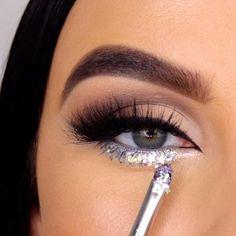 7 Amazing Eye Makeup Tutorial Step by Step for Beginners Eye makeup is an area that we strive to emphasize eye beauty, accentu. Makeup Eye Looks, Eye Makeup Steps, Beautiful Eye Makeup, Cute Makeup, Smokey Eye Makeup, Glam Makeup, Makeup Inspo, Eyeshadow Makeup, Eye Makeup Diy