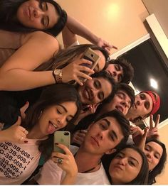 She has a close group of friends who do the same stuff as her, they smoke, drink and go to so many parties Friend Group Pictures, Group Of Friends, Best Friend Pictures, Squad Pictures, Bff Pictures, Squad Photos, Boy And Girl Best Friends, Cute Friends, Foto Mirror