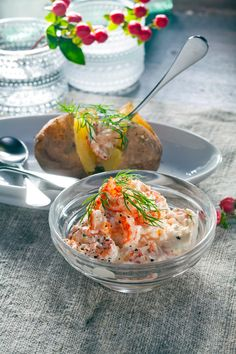 Uuniperunat ja raputäyte   K-ruoka #kesä Fish Dishes, Seafood Dishes, Fish And Seafood, Sweet Pastries, Vegetable Recipes, Potato Salad, Koti, Goodies, Dinner