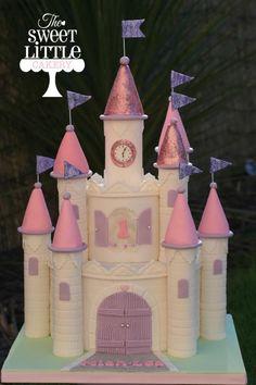 Castle Cake - Cake by thesweetlittlecakery