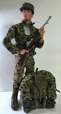 Joe action figures popular in the and sold in stores throughout the country. Gi Joe, Vintage Toys 1970s, 1960s Toys, Camping For Beginners, Camping Tips, Tent Camping, Assault Pack, Military Action Figures, Ways To Sleep