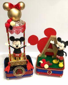 Mickey Mouse Table, Mickey Minnie Mouse, Minnie Birthday, Girl Birthday, Walt Disney, Disney Wreath, Decoupage, Gingerbread Cookies, Christmas Ornaments