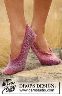 "Chaussons DROPS en côtes, en ""Delight"". ~ DROPS Design"