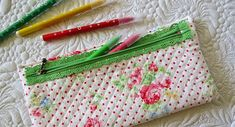 Quick and easy lace zipper pouches  /Geta's Quilting Studio /Geta's Quilting Studio