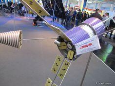 Model ruské telekomunikační a navigační družice globálního systému Goněc-M. Foto: Zdroj Roscosmos