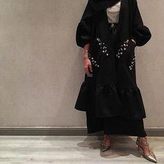 Repost @emirati.style with @instatoolsapp  حبييت العباية. . . #subhanabayas #fashionblog #lifestyleblog #beautyblog #dubaiblogger #blogger #fashion #shoot #fashiondesigner #mydubai #dubaifashion #dubaidesigner #dresses #capes #uae #dubai #abudhabi #sharjah #ksa #kuwait #bahrain #oman #instafashion #dxb #abaya #abayas #abayablogger #абая