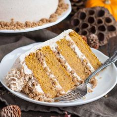 We are in for a rainy weekend here on the west coast an I am 100% ok with that 🌧🌧🌧 You can expect to find me curled up under a blanket with some tea, possibly indulging in some holiday movies 🎅🏼🎄 😊 Oh and cake, of course 😄🍰🎂 Recipe for this Maple Streusel Pumpkin Cake is on the blog. Link in profile! #simplybeautifulhomemadecakes