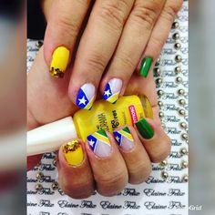A Copa do Mundo 2018 está chegando e todos os brasileiros já estão ansiosos para torcer pelo Brasil. A torcida da seleção brasileira é toda verde, amarela, azul e branco. As mulheres já estão escolhendo os visuais para assistir aos jogos da seleção, sendo que as unhas não podem ficar para trás. Unhas decoradas para… Nails, Manicures, Nail Art, Perfect Nails, Pretty Nails, Bride Nails, Nails Inspiration, Nice Nails, Nail Design