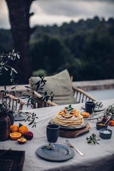 Aug 2019 - A week in Mallorca at the most beautiful Villa Son Font with a view over olive trees towards the sea. Discover the best beaches in Mallorca. Outdoor Food, Outdoor Dining, Brunch, Food Styling, Target Home Decor, French Home Decor, Décor Boho, Beach Picnic, Beautiful Villas