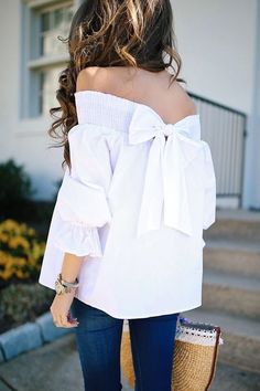 Blusas-De-Moda-Con-Hombros-Descubiertos - beauty and fashion ideas fashion trends, latest fashion ideas and style tips Beauty And Fashion, Look Fashion, Passion For Fashion, Fashion Black, Mode Outfits, Fashion Outfits, Fashion Tips, Fashion Trends, Fashion Ideas