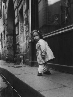 Izis: Rue Hautefeuille, Paris, 1951.
