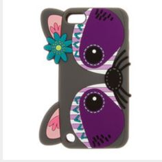 iPod 5 or 6 case iPod touch 5 or 6 case. It is a racoon Claire's Accessories Phone Cases