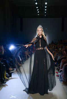 Μάξι μαύρο φόρεμα συνδυασμένη με μαύρη διάφανη κάπα Goth, Collection, Style, Fashion, Gothic, Swag, Moda, Fashion Styles, Goth Subculture