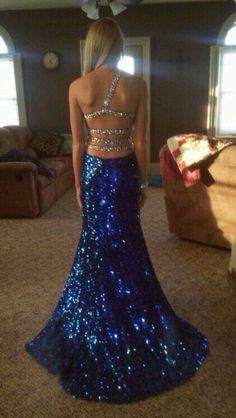 LOVE LOVE LOVE this back!! I MUST find this dress and buy it!!