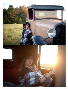 Senior Portraits with Southern Cotton Photography. #southerncottonphotography #alabamaphotographer #vintagetrucks #seniorsessions