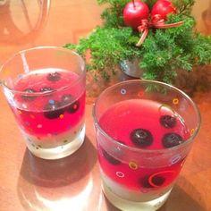 クリスマスカラーの赤でデザートを作りました - 46件のもぐもぐ - ヨーグルトムースとハイビスカスジェリーのデザート by 72Yu18