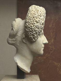 Ancient Rome. Portrait of a woman of the Flavian age 90-100 A.D. Marble, h. 28 cm Paris, Musée du Louvre.