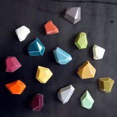 More Cool Magnets! Super cool faceted magnets by Pigeon Toe Ceramics // geometric shapes Creation Deco, Arts And Crafts, Diy Crafts, Refrigerator Magnets, Glass Fridge, Mini Fridge, Do It Yourself Home, Ceramic Art, Ceramic Jewelry