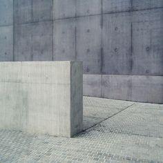 jessbosskatemoss:    Concrete byben_patioon flickr.