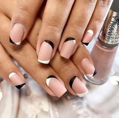 Prized by women to hide a mania or to add a touch of femininity, false nails can be dangerous if you use them incorrectly. Types of false nails Three types are mainly used. French Nails, Hair And Nails, My Nails, Nagel Hacks, Diva Nails, Minimalist Nails, Manicure E Pedicure, Manicure Ideas, Sparkle Nails