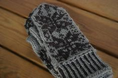 Published in finnish knitting magazine Ullaneule Knit Mittens, Knitting Socks, Knit Socks, Knitting Magazine, Elbow Patches, Needles Sizes, Knitting Patterns, Knitting Ideas, Fingerless Gloves
