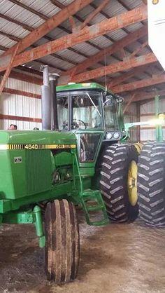 JOHN DEERE 4640 Old John Deere Tractors, Jd Tractors, Tractor Pictures, Farm Pictures, John Deere Equipment, Old Farm Equipment, Tractor Cabs, Molon Labe, Engin
