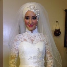 Bridal Headpiece Hijab Muslim Brides 45 New Ideas Bridal Hijab, Hijab Wedding Dresses, Disney Wedding Dresses, Bridal Dresses, Funny Bridal Shower Gifts, Muslim Brides, Muslim Couples, Rose Bridal Bouquet, Wedding Wear