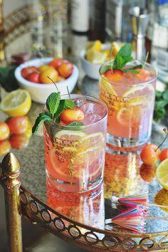 Pink Lemonade Margaritas // bethcakes.com Pink Lemonade Margarita, Pink Lemonade Cake, Pink Party Drinks, Fun Drinks, Alcoholic Drinks, Beverages, Cake Frosting Recipe, Frosting Recipes, Pink Moscato