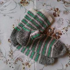 Šedobílozelené ponožky sez.2020/21 vel.42-45 Fingerless Gloves, Arm Warmers, Knitted Hats, 21st, Knitting, Fingerless Mitts, Tricot, Breien, Stricken