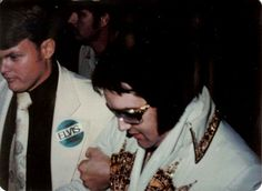 Elvis few minutes before stepping on stage in Knoxville in may  20  1977.