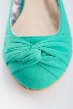 cool site for cheap shoes, clothes, and accessories  Love these teal flats!
