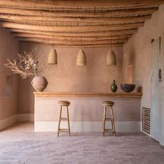 Decorate your house with natural light, lots of freshness, and unique interior renovation is the demand of almost every house maker. Earthy Home Decor, Diy Rustic Decor, Modern Tiny House, Aesthetic Rooms, Minimalist Home, Interiores Design, Decoration, Home And Living, Interior Inspiration