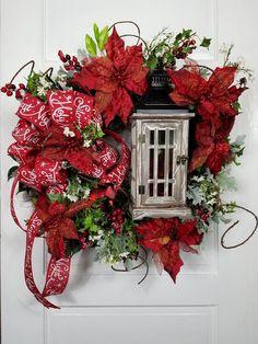 25 Unique Christmas Wreath Decors On the Door – Flowers Large Christmas Wreath, Christmas Lights Outside, Christmas Owls, Christmas Door Decorations, Whimsical Christmas, Christmas Home, White Christmas, Christmas Ornaments, Christmas Centerpieces