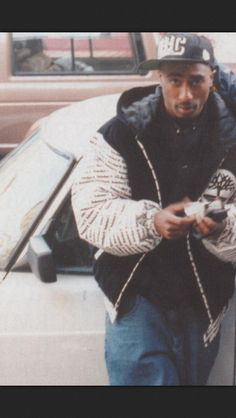 Tupac old school Tupac Pictures, Rare Pictures, Tupac Photos, Tupac Shakur, 90s Hip Hop, Hip Hop Rap, Tupac Wallpaper, Rap Wallpaper, Tupac Makaveli