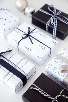 Christmas Gift Wrapping, Christmas Love, Diy Christmas Gifts, Holiday Gifts, Christmas Decorations, Beautiful Christmas, Christmas Cards, Creative Gift Wrapping, Present Wrapping