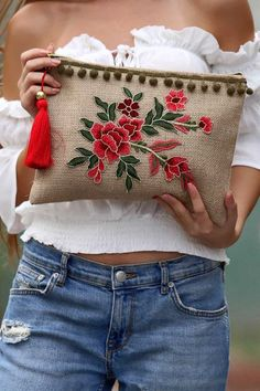 new Ideas for embroidery fashion diy costura Embroidery Bags, Embroidery Fashion, Embroidery Patterns, Jute Bags, Boho Bags, Crochet Cross, Fabric Bags, Diy Bags, Handmade Bags