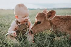 66 Ideas Funny Kids Pictures Photo Shoots Babies Photography For 2019 Farm Pictures, Funny Pictures For Kids, Funny Kids, Cute Kids, Country Baby Pictures, Boy Birthday Pictures, Baby Cows, Baby Boy Photos, Baby Animals