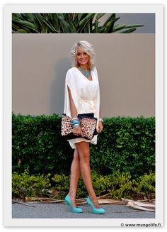 I love this outfit!! Especially the dress style and color ♥