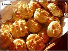 Hungarian pogácsa are scone-like biscuits served with goulash or eaten on their own. This particular picture is of burgonyás tepertős pogácsá (potato crackling pogácsá). Torte Cake, Hungarian Recipes, Izu, Goulash, Scones, Cauliflower, Biscuits, Bakery, Muffin