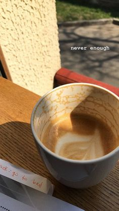 Coffee And Books, I Love Coffee, Coffee Break, My Coffee, Coffee Photos, Coffee Pictures, Aesthetic Coffee, Aesthetic Food, Think Food