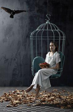 подвесное кресло в виде птичьей клетки