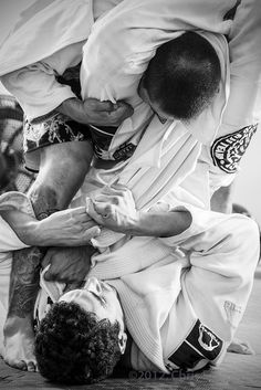 jiu jitsu (triangle choke) great picture!!