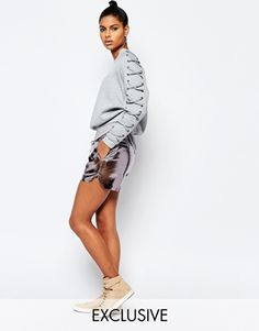 Pantalones cortos de boxeo con diseño metalizado de efecto cuero de Story Of Lola