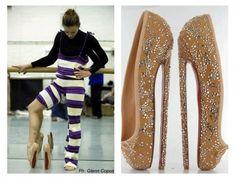 """Christian Louboutin criou mais um par de sapatinhos bem perigosos, dessa vez foram """"sapatilhas"""" para o Balé Nacional Inglês. Quem disse que vida de bailarina é fácil?!! Fotos: Reprodução"""