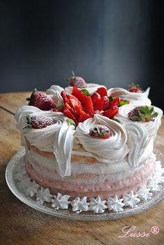 Lussi`s World of Artcraft: Бърза ягодова торта за начинаещи / Easy strawberry...