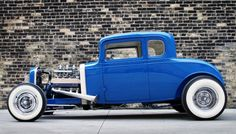 Nice blue Hot Rod ! Vintage Cars, Antique Cars, Old Hot Rods, Traditional Hot Rod, 32 Ford, Old Trains, Custom Choppers, Old Fords, Hot Rides