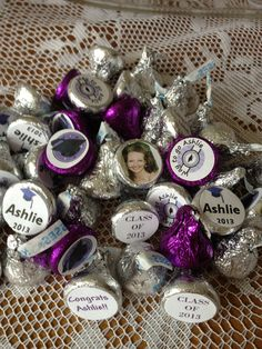 Hershey's kisses for a high school graduation party. So easy to make! Graduation Food, Graduation Party Planning, Graduation Open Houses, Graduation Project, Graduation Celebration, Graduation Decorations, High School Graduation, Graduate School, Graduation 2016