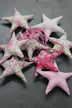 http://majolieboutique.canalblog.com Fabric Stars, Star Garland, Sewing Projects, Diy Projects To Try, Liberty Print, Liberty Of London, Little Star, Love Stars, Fabric Flowers