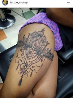 Tatuagem Tatuagem,Handgelenk Tatuagem Related Ideas Tattoo For Women On Side On Ribs Small Fonts – My - tattooTattoo Ideas - Latest Mehendi Designs & Beautiful Trends for Girls - tattoogeweldige make-up,. Side Thigh Tattoos Women, Hip Thigh Tattoos, Hip Tattoos Women, Sexy Tattoos For Girls, Back Thigh Tattoo, Tattoo Femeninos, Arrow Tattoo, Cover Tattoo, Tattoo Blog